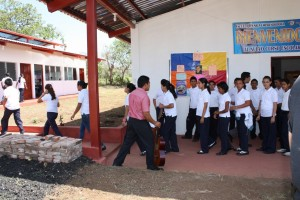 Students walk to class at Emprendedora School.
